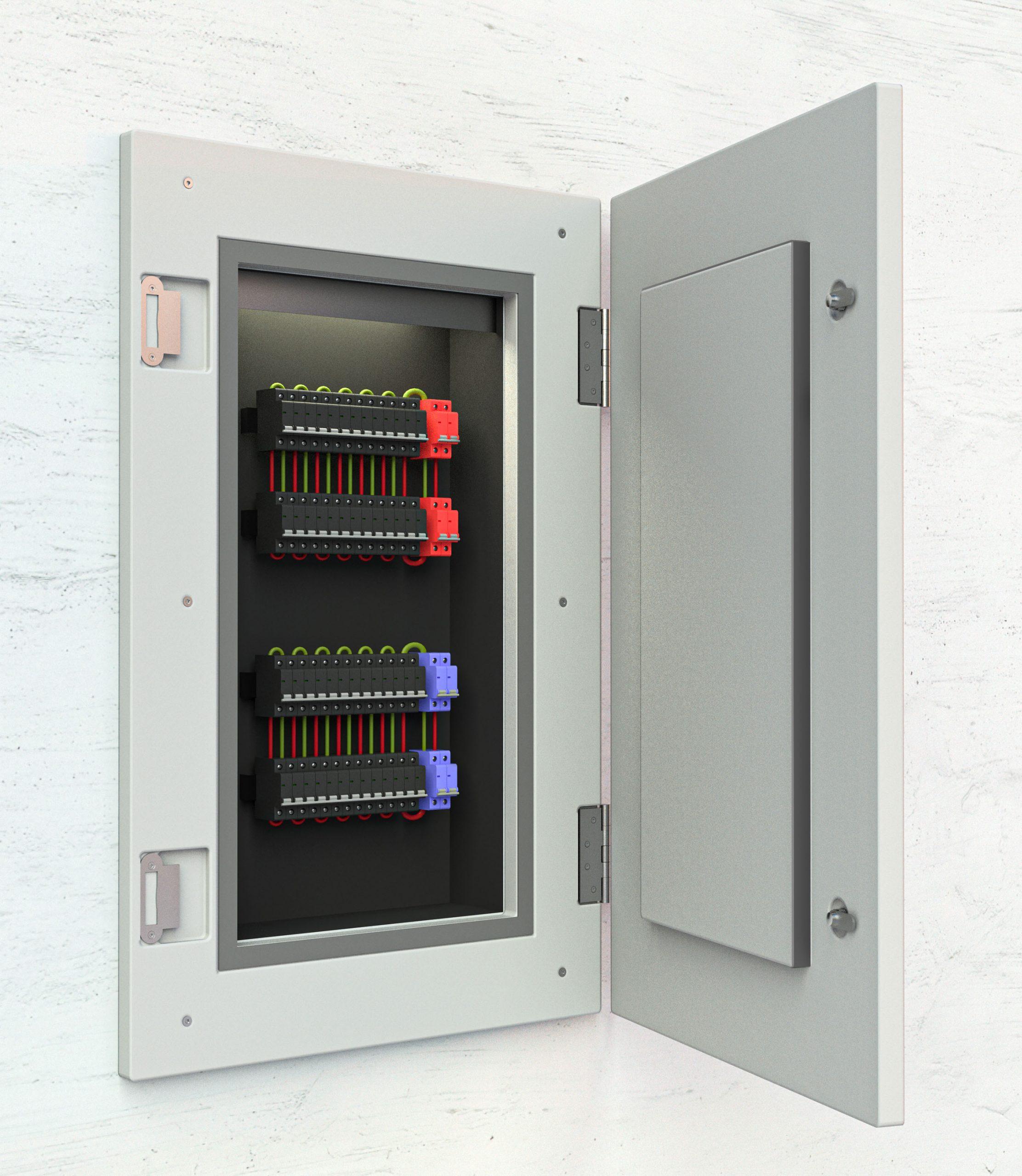 Geöffnete Brandschutz Revisionstür mit Sicherungskasten innen drin